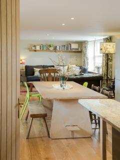 Open plan living great for family gatherings, chop & chat, craft with the kids, fun for all.