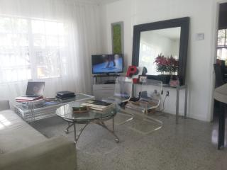 Downtown Fort Lauderdale: 1-bed/1-bath apt