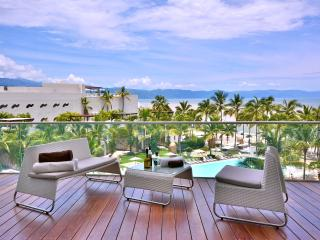 Icon Vallarta Luxury 2 BR with Direct Ocean Views!, Puerto Vallarta