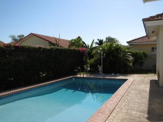 3 bedroom Villa Gated Community  private pool, Nassau