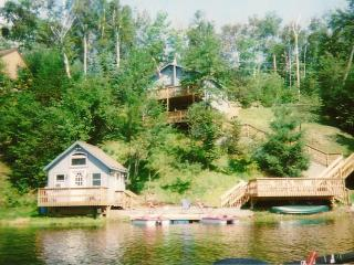 **Beautiful Cozy Cottage on Lake Eden**, Eden Mills