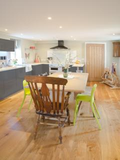Modern, beautifully equipped open plan kitchen/dining room with large range cooker.