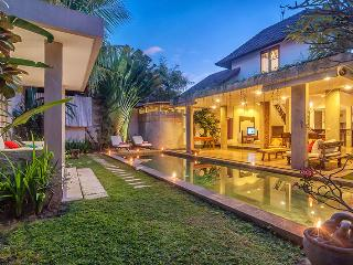Beautiful 4 Bedroom Villa, Oberoi, Seminyak
