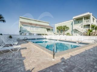 Spacious Luxury Townhome - Direct Sound Access!, Pensacola Beach