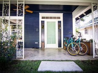 3BR/2BA Downtown Austin Home on Historic Street, Sleeps 8