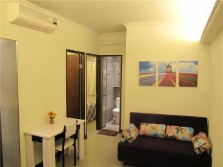 Near MTR, Fantastic 3 rooms Fit 8, Temple st.