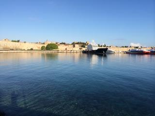 Ile de Rhodes.Aegean sea., La ciudad de Rodas