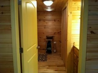 2br cabin in abingdon va on creeper trail