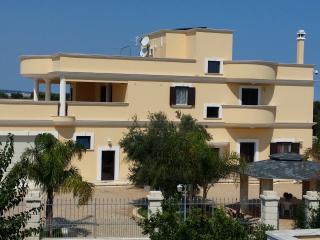casa vacanze luxury di nuova costruzione con piscina prato playground bambini