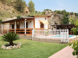 1051-Villa Roberto, Nerja