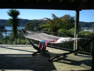 Whangamata Vistas B&B. Island View Room