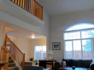 VAULTED CEILING  View!  1900sqft Nr Downtown, Bend