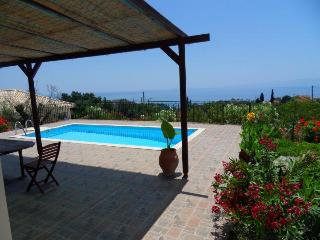 Thetis, a little naturist villa with private pool in the greenery