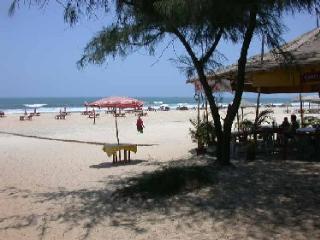 Stunning riverfront 2-bed villa, 5 min from beach