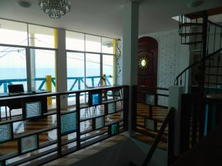 Oceanfront Apartment - Malecon Crucita
