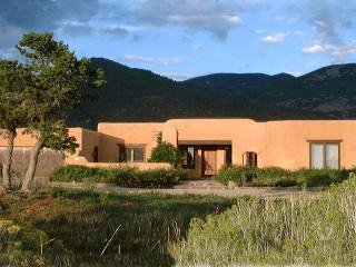 Casa Coyote-Adobe Home-Tennis/Indoor Pool/Spa/Ski, Taos