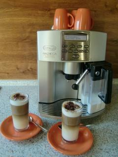 Coffee machine with a nice latte macchiato (;-)
