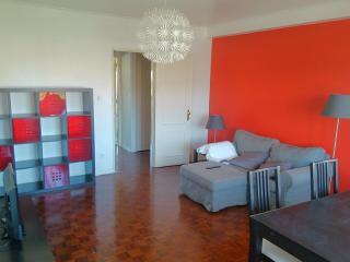 charming apartment close to Carcavelos beach, Cascais