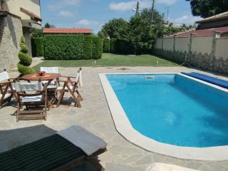 Garden with private pool  (2)