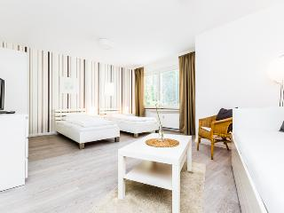 95 Modern Center apartment for 4 in Cologne Deutz, Colonia