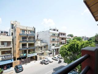 CENTRALLY LOCATED 2 BEDROOM APARTMENT IN GREEN PARK, New Delhi