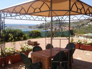 Villa plurifamiliare con piscina a 200 mt. mare, Santo Stefano al Mare