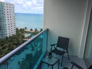 Relaxing Ocean/Beach Front Apartment - 4 Persons!!, Hollywood