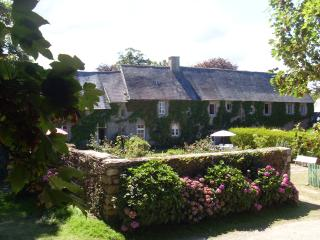 Le grand gite du Vieux manoir, Tregor  entre cote de granit Rose et Paimpol
