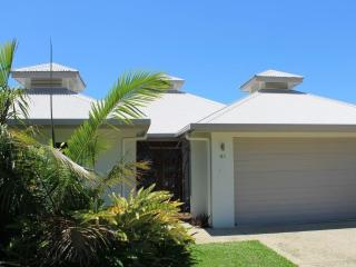 BEAUTIFUL HOME ON MINUTES TO PALM COVE BEACH / NOVEMBER SUPER SPECIAL