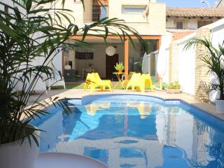 House with private swimming Poll in Valencia City