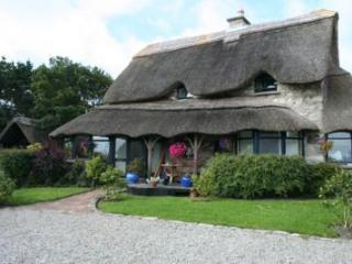 Grand luxury thatched house Connemara Galway, Lettermore