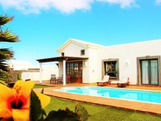 Espléndida villa con pisci privada climat a 1000m del mar y wifi gratuito, Playa Blanca