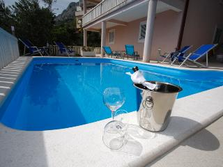 Apartment  E-2B with pool, Omis