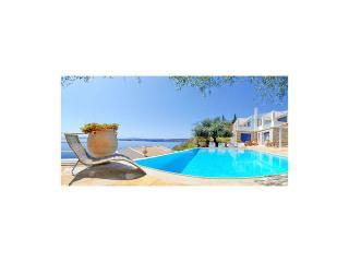 Villa Thyestes, Barbati, Ipsos