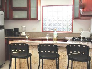 Old City 3BR: balcony, washer/dryer, AC, wifi...., Cartagena