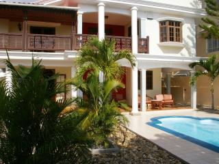 Villa of 5 bdrms, 4 toilts/bthrms,pool,Wifi,, Trou aux Biches