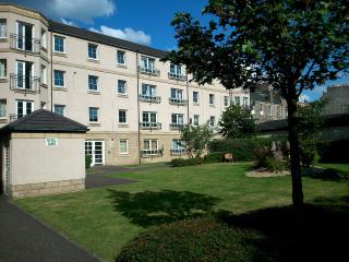 2 bedroom Apartment in Leith area with parking, Edimburgo