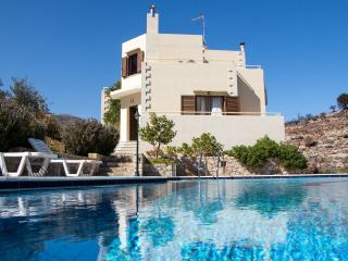 Villa Alkioni, a luxury holiday villa with 3 bedrooms
