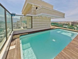 Amazing Penthouse 4 Bedrooms full sea view p/ pool, Gedera