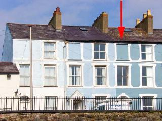 HONEY'S HOUSE, WiFi, patio with furniture, great base for climbing Snowdon, Ref 913140, Caernarfon