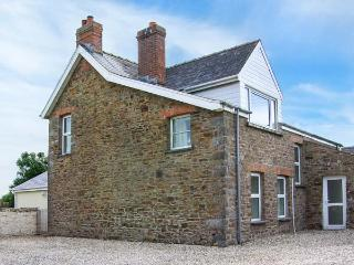 THE GRANGE, ground floor bedroom, two sitting rooms with open fires, enclosed garden, near Little Haven, Ref 914882
