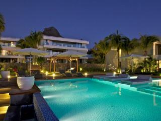 HLO3 Seaview Serviced Apartments with Pool, Tamarin