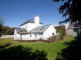 Pet Friendly Holiday Cottage - Bangeston Farmhouse, Angle