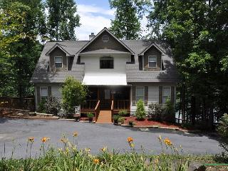 Waters Edge-AMAZING home w/ private dock 4 boating, swimming and fishing, Blairsville