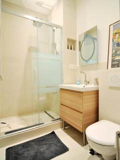 Spacious bathroom with massage rainshower