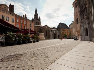 Bienvenue Place Saint André ... Welcome Place Saint André