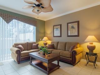 Stunning Villa at the Windsor Hills Resort, 2 miles to Disney, Kissimmee