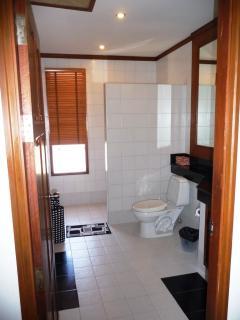Ensuite bathroom 2