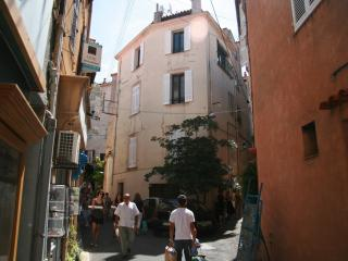 Three-level storey  in the heart of Old Antibes
