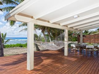 AKAORA VILLA  Absolute Beach Front